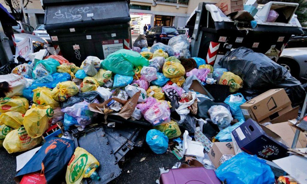Degrado rifiuti a Roma